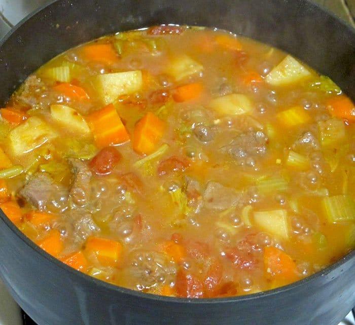 Фото рецепта - Говядина, тушеная с овощами в пиве - шаг 6