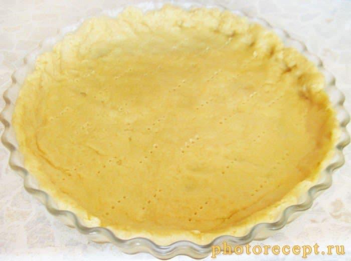 Фото рецепта - Пирог с красной смородиной и фундуком - шаг 4