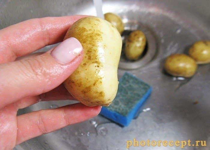 Фото рецепта - Глазированный молодой картофель с кунжутом - шаг 1