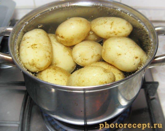 Фото рецепта - Глазированный молодой картофель с кунжутом - шаг 2