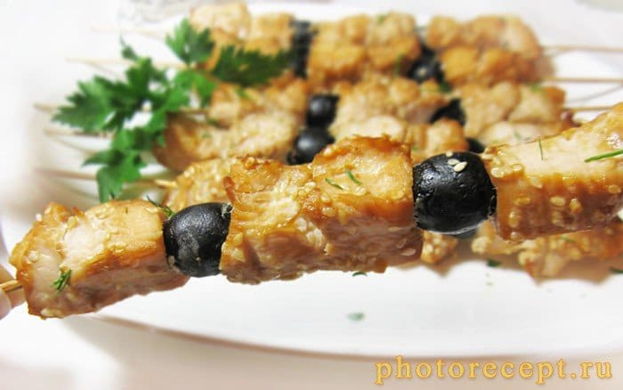 Фото рецепта - Домашний шашлык в соевом маринаде с маслинами - шаг 6