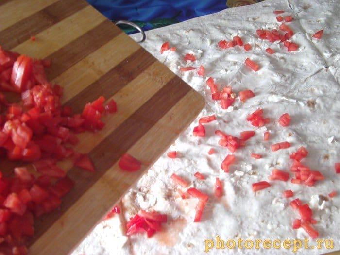 Фото рецепта - Рулет из лаваша с колбасой, помидорами и сыром - шаг 1