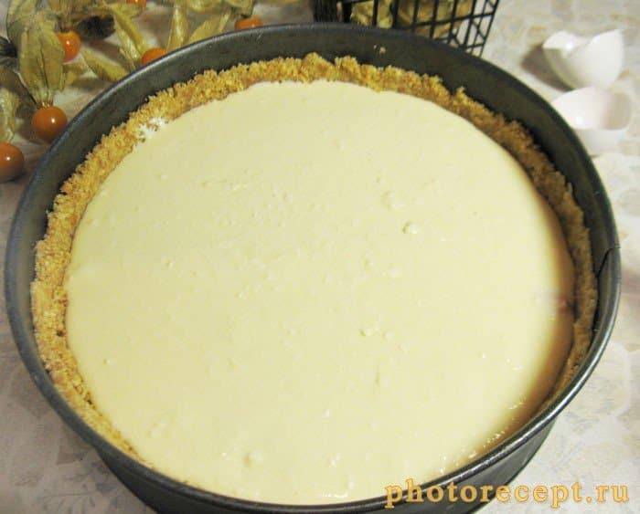 Фото рецепта - Пирог с творожно-сырной начинкой и физалисом - шаг 9