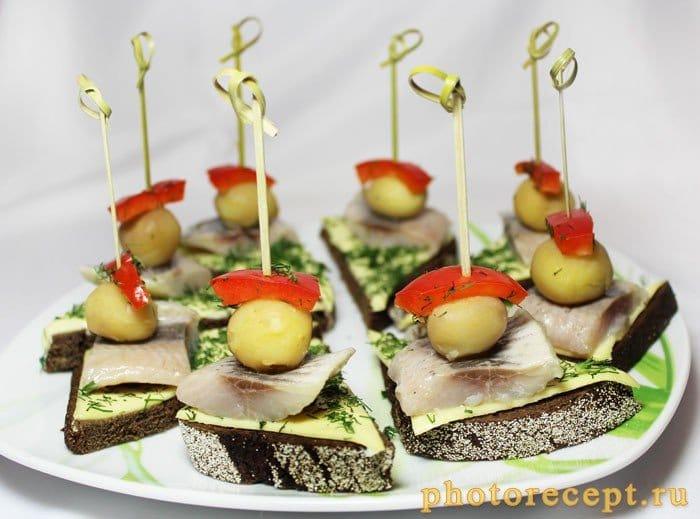 Фото рецепта - Закуска из черного хлеба с сельдью - шаг 5