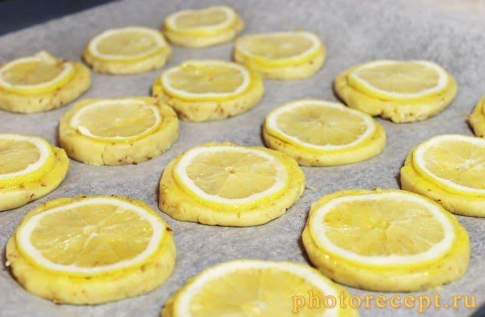 Фото рецепта - Миндальное печенье с дольками лимона - шаг 9