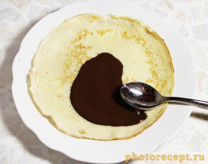 Фото рецепта - Блины с бананом и шоколадом - шаг 4