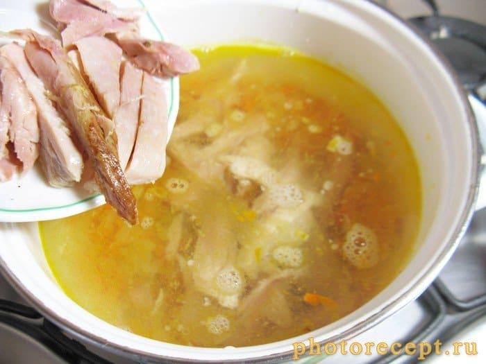 Фото рецепта - Суп из копченой курицы с брокколи и стручковой фасолью - шаг 4