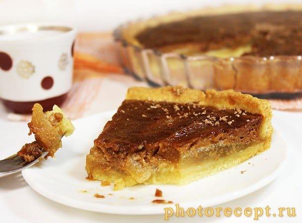 Открытый пирог с грушей и шоколадной карамелью