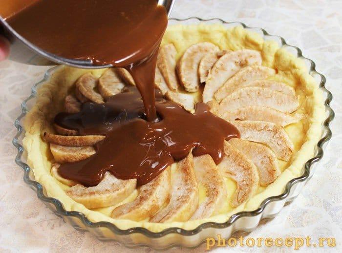 Фото рецепта - Открытый пирог с грушей и шоколадной карамелью - шаг 7