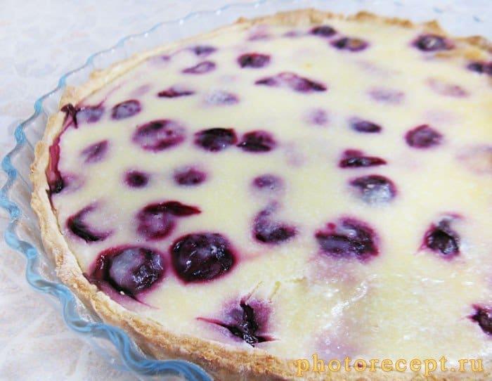 Фото рецепта - Тарт с вишней и сметаной - шаг 6