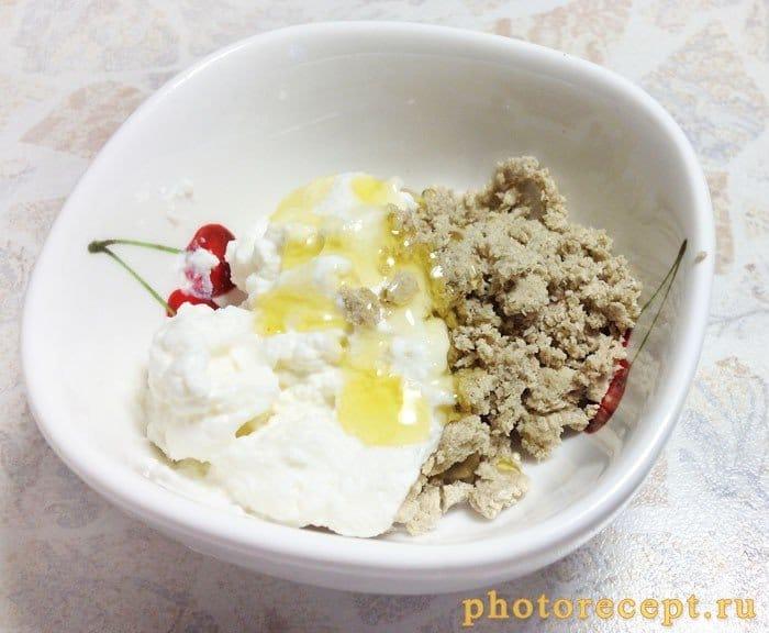 Фото рецепта - Нектарины, фаршированные рикоттой и халвой - шаг 3
