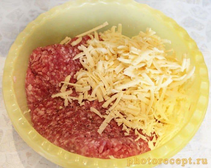 Фото рецепта - Сырные котлеты из свинины - шаг 1