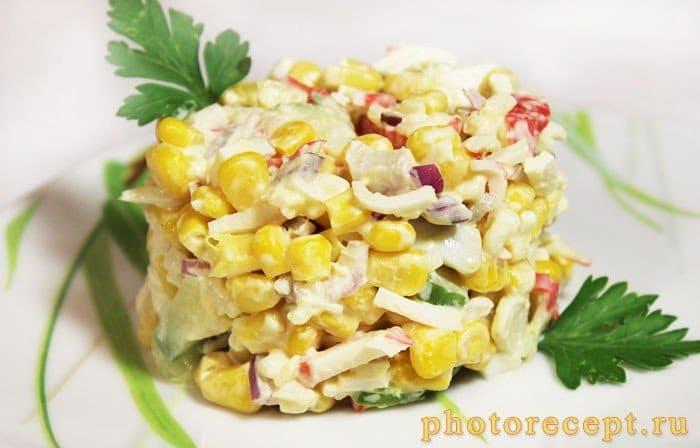 Фото рецепта - Крабовый салат с кукурузой и рисом - шаг 5