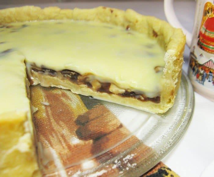 Фото рецепта - Пирог с орехами и ириской под белым шоколадом - шаг 8