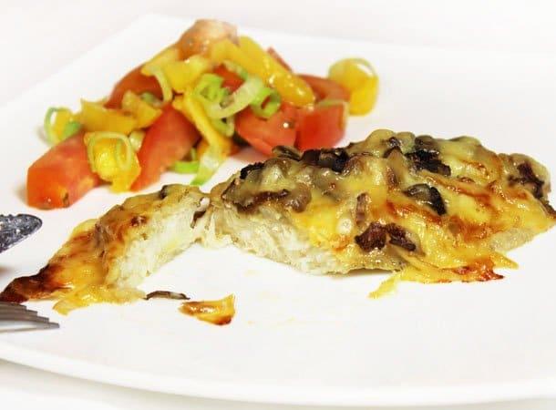 Филе рыбы с вешенками и сыром, запеченное в духовке