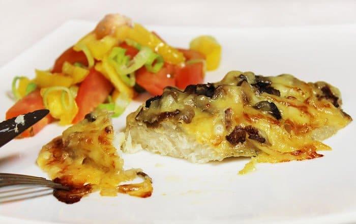Фото рецепта - Филе рыбы с вешенками и сыром, запеченное в духовке - шаг 6