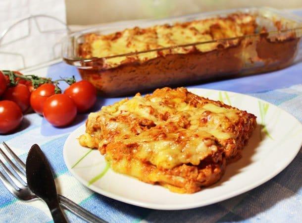 Каннеллони с брокколи и цветной капустой под томатным соусом - рецепт с фото