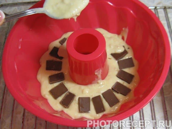 Фото рецепта - Кекс с кусочками шоколада и орешками кешью - шаг 7