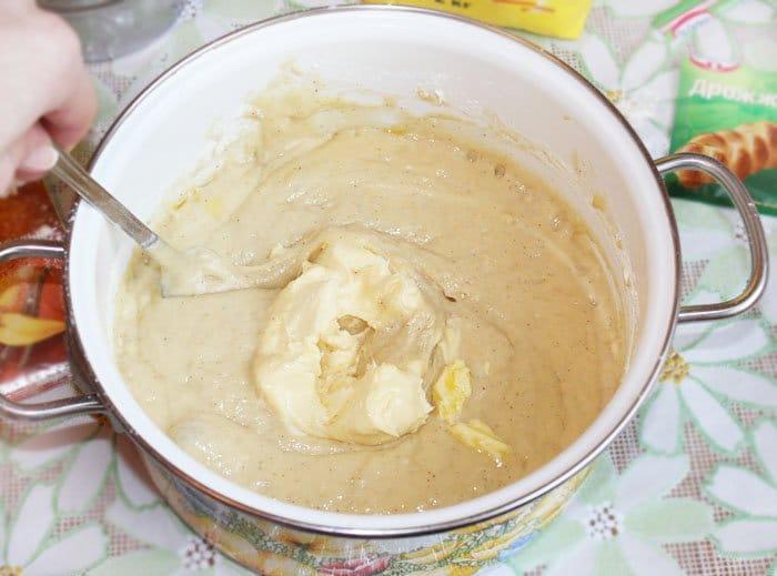 Фото рецепта - Кулич с клюквой и кедровыми орешками - шаг 2