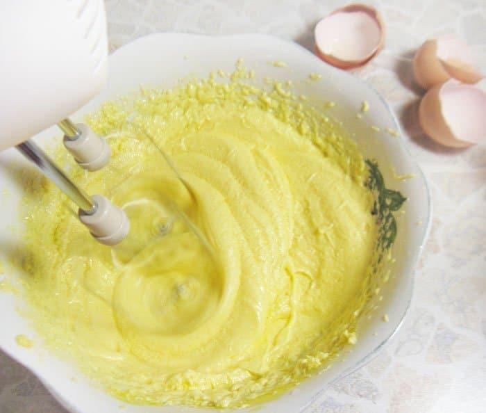 Фото рецепта - Миндальные кексы с голубикой - шаг 4