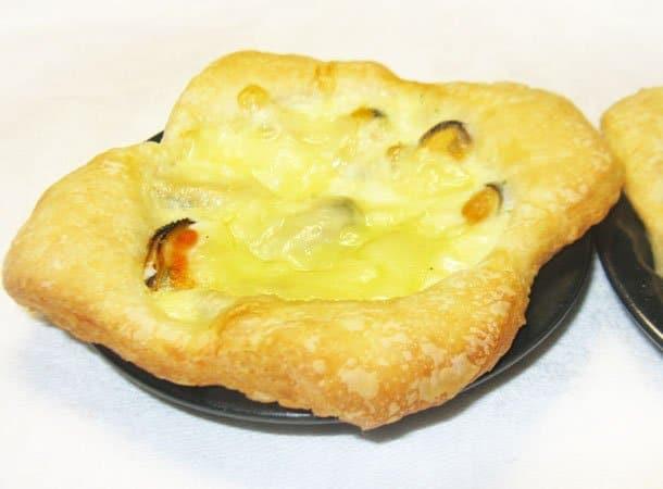 Тарталетки с мидиями под сыром