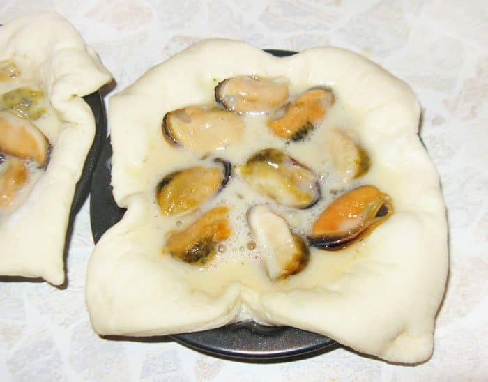 Фото рецепта - Тарталетки с мидиями под сыром - шаг 3