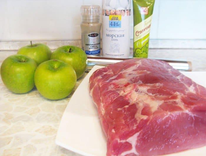 Фото рецепта - Запеченная свинина с яблоками в духовке - шаг 1