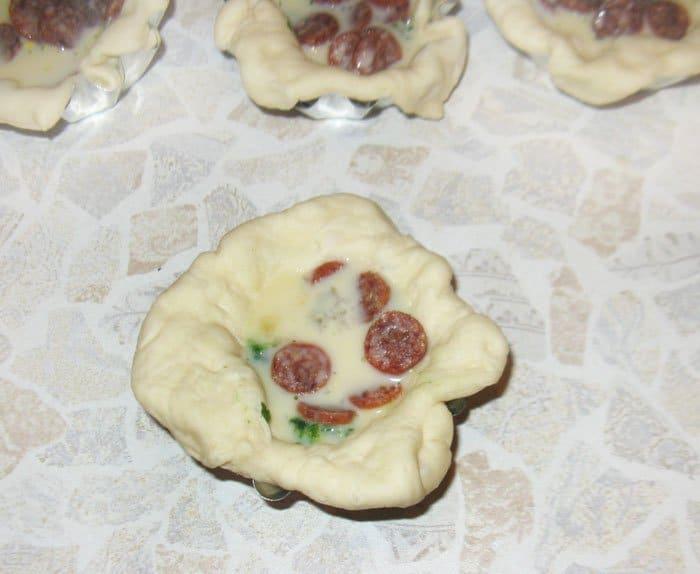 Фото рецепта - Открытые дрожжевые пирожки со шпинатом и пиколини - шаг 4