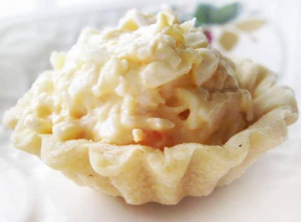 Салат из плавленых сырков в тарталетках