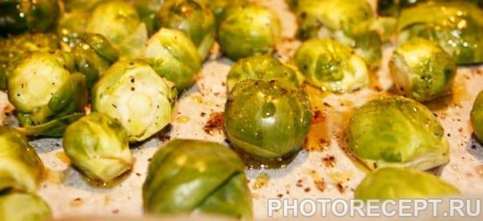 Брюссельская капуста с кленовым сиропом и финиками