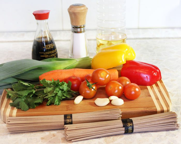 Фото рецепта - Гречневая лапша с овощами в соевом соусе - шаг 1