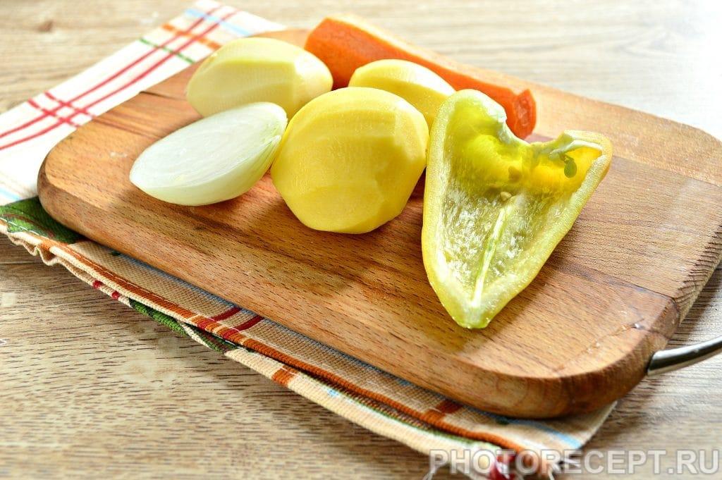 Фото рецепта - Рассольник на мясном бульоне с солеными огурцами - шаг 2