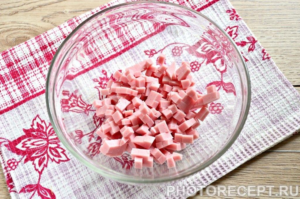 Фото рецепта - Оливье с вареной колбасой и солеными огурцами - шаг 1