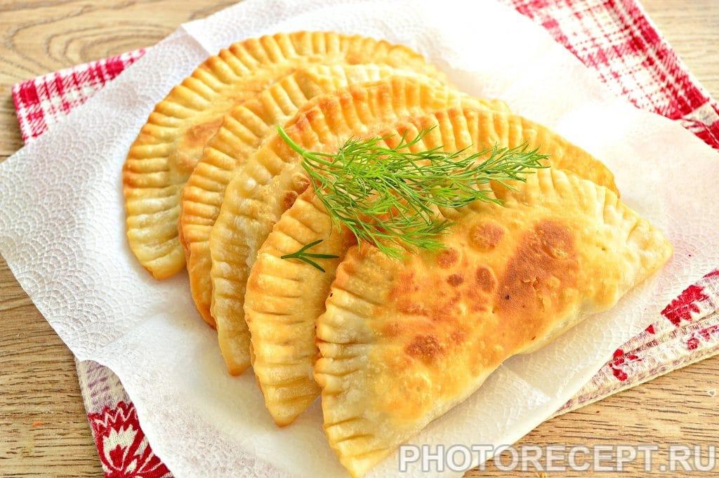 Фото рецепта - Чебуреки с куриным фаршем - шаг 10