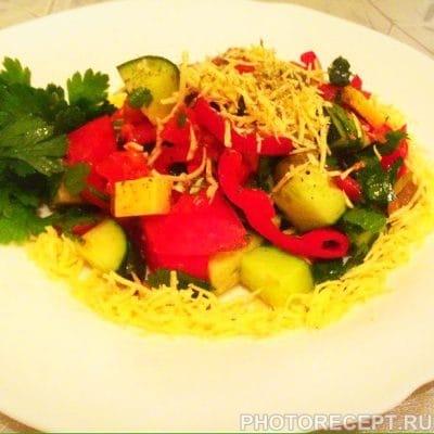 Греческий салат с твердым сыром - рецепт с фото