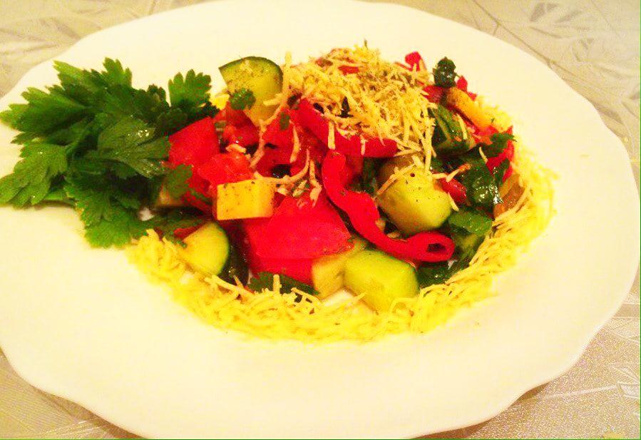 Греческий салат с твердым сыром