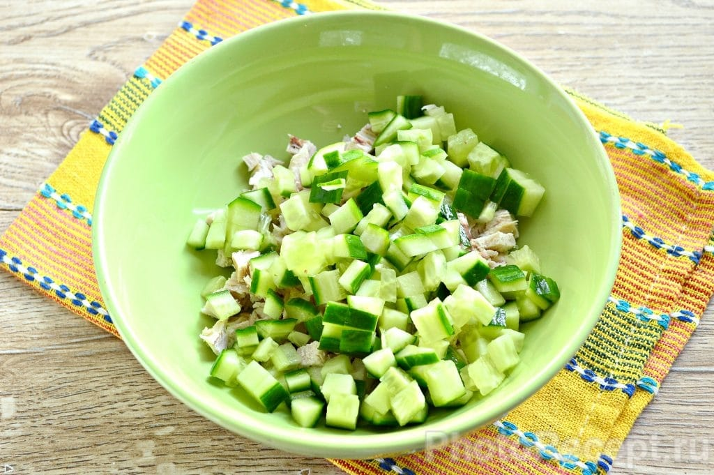 Фото рецепта - Салат с курицей и рисом - шаг 2