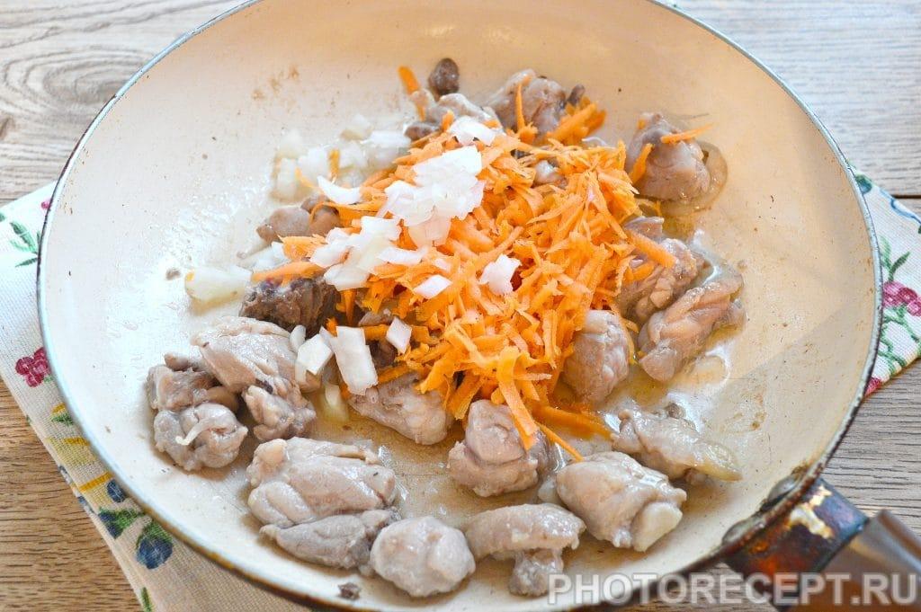 Фото рецепта - Плов с курицей на сковороде - шаг 2