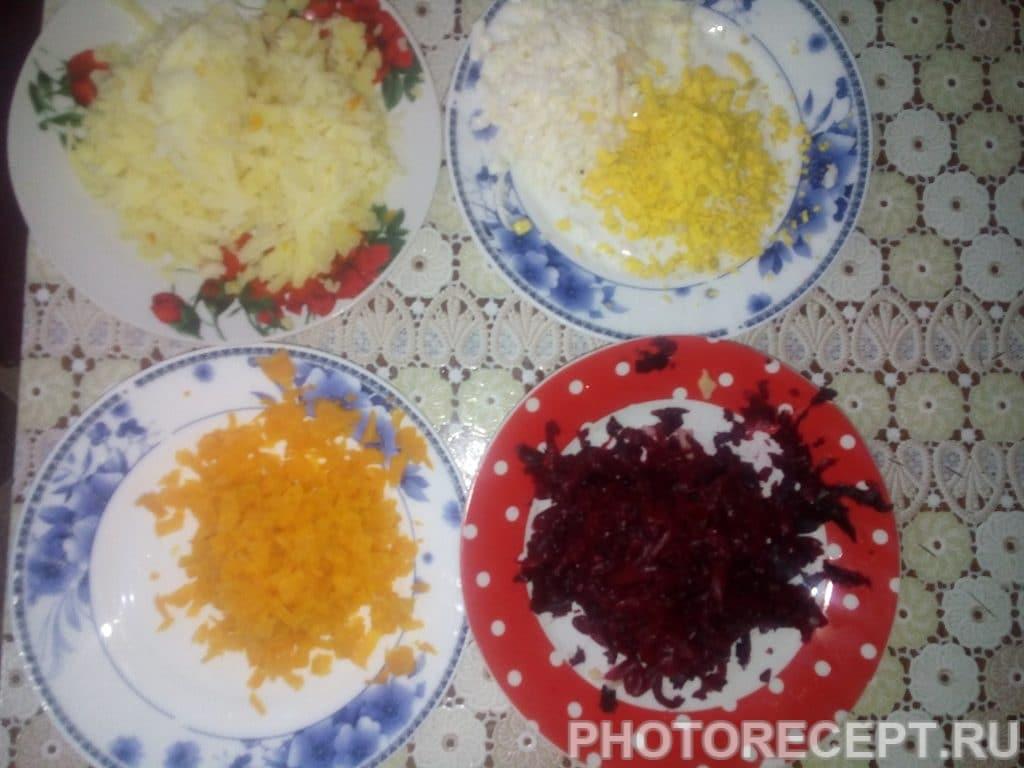 Фото рецепта - Традиционная Селедка под шубой семейный рецепт - шаг 7