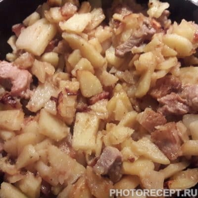 Фото рецепта - Жаренная картошка с мясом на сале - шаг 8
