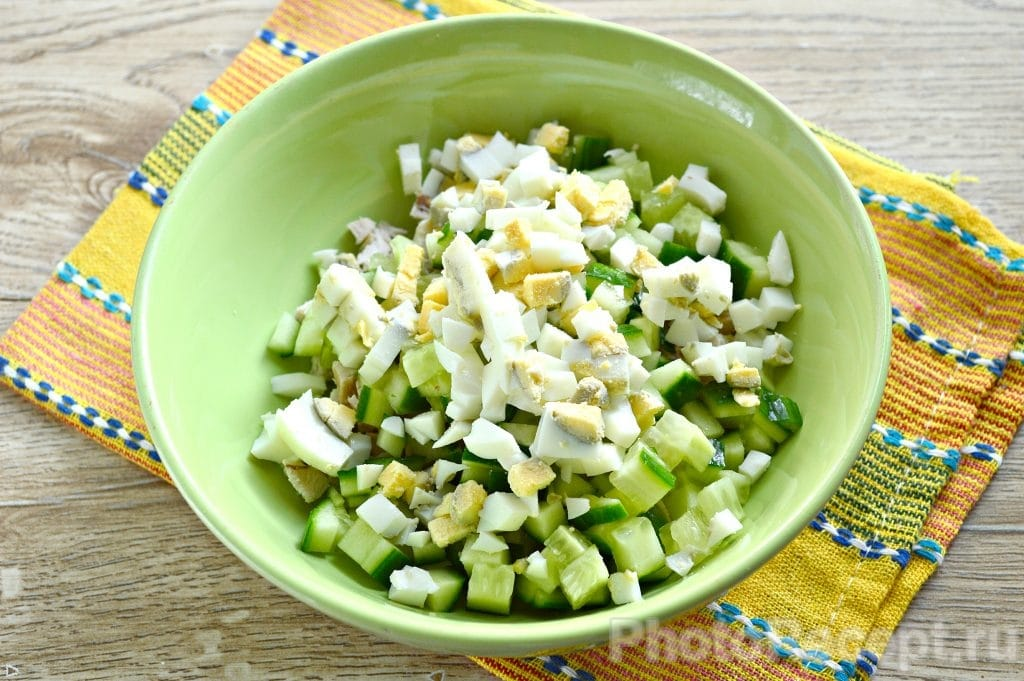 Фото рецепта - Салат с курицей и рисом - шаг 3