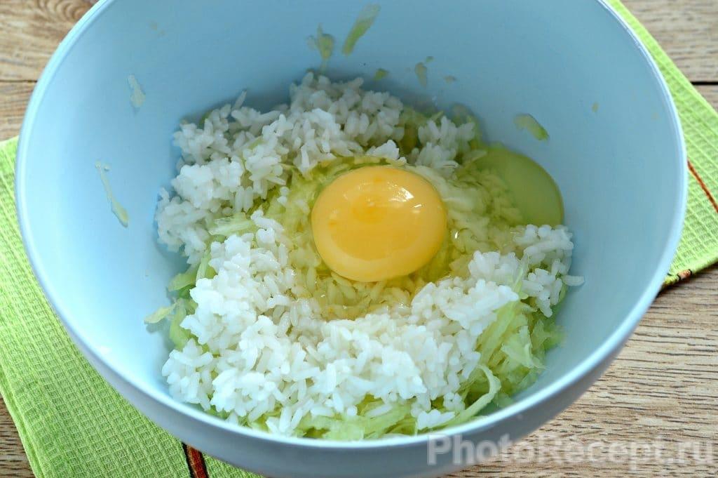 Фото рецепта - Оладьи из кабачка с рисом - шаг 3
