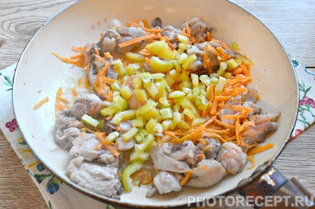 Фото рецепта - Плов с курицей на сковороде - шаг 3