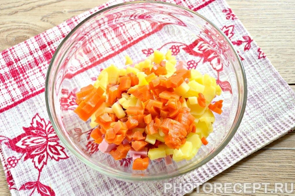 Фото рецепта - Оливье с вареной колбасой и солеными огурцами - шаг 3