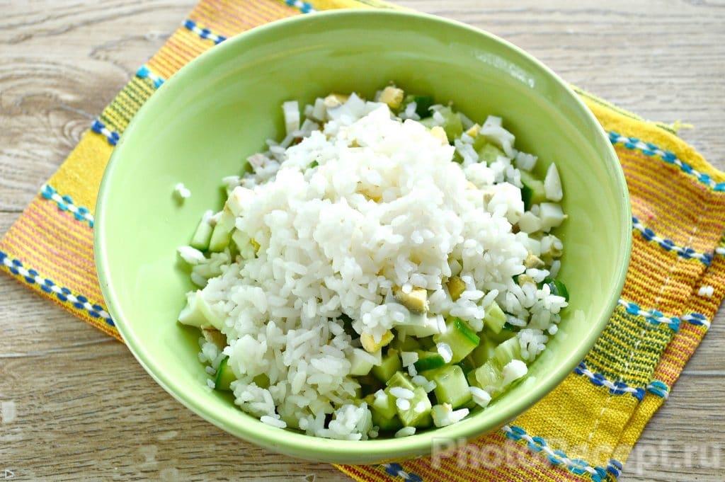 Фото рецепта - Салат с курицей и рисом - шаг 4