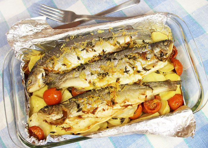 Фото рецепта - Запеченная в духовке рыба, с картофелем и вином - шаг 5