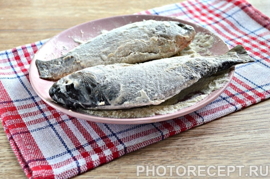 Фото рецепта - Рыба жареная в майонезе на сковороде - шаг 4