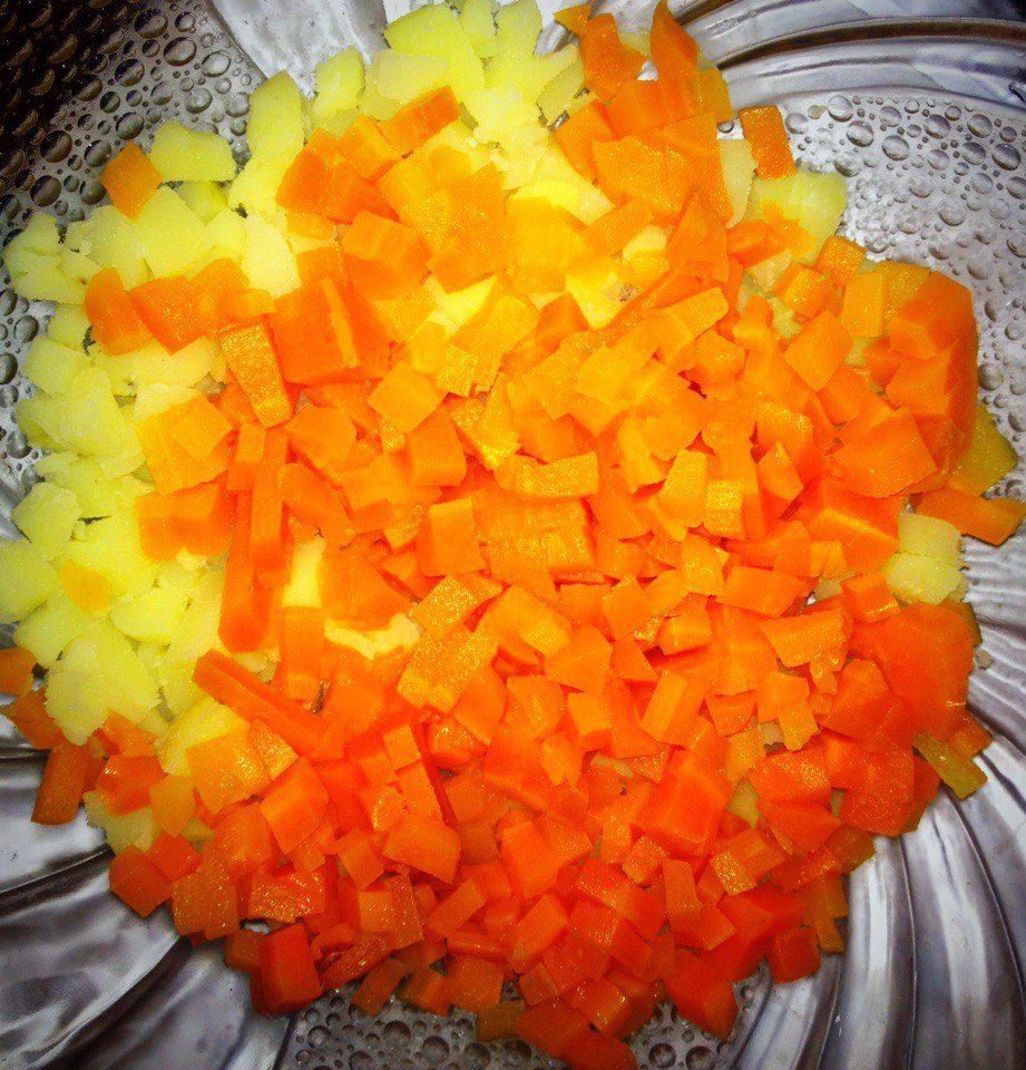 Фото рецепта - Классический салат Оливье с курицей - шаг 4