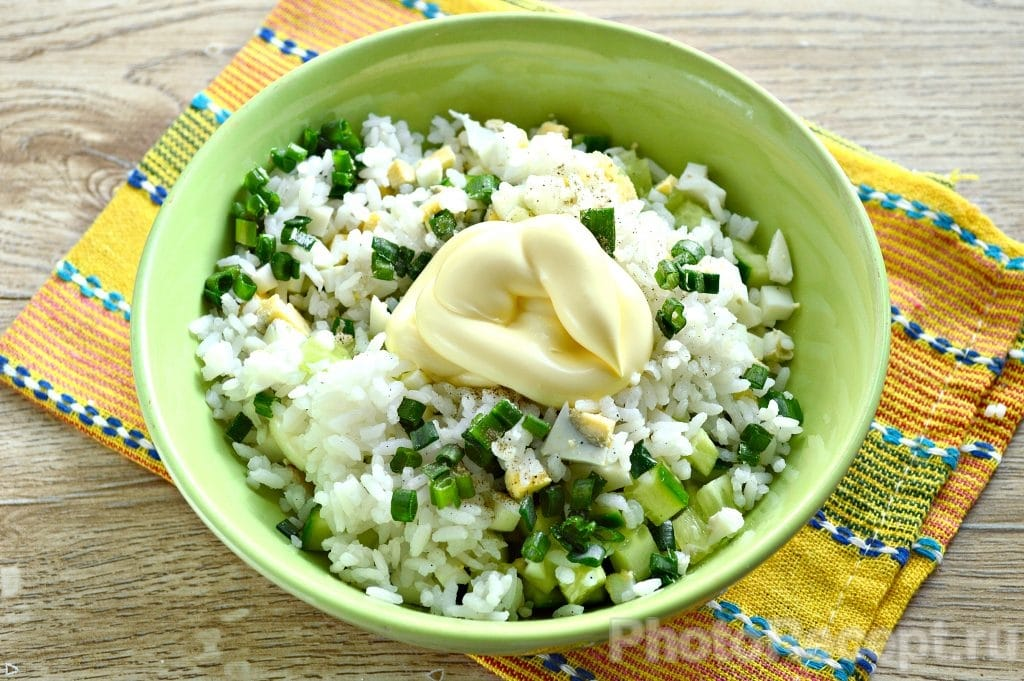 Фото рецепта - Салат с курицей и рисом - шаг 7