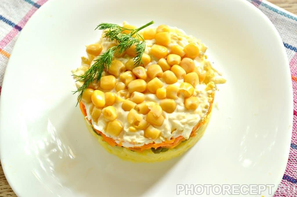 Фото рецепта - Слоеный салат с солеными огурцами - шаг 8